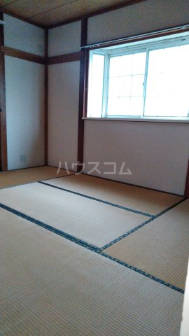ハイツ秋元Ⅱ 205号室の居室
