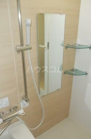ディアレンス横濱沢渡  403号室の風呂