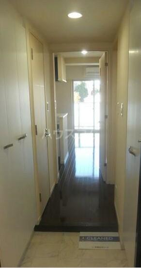 ディアレンス横濱沢渡  403号室の玄関