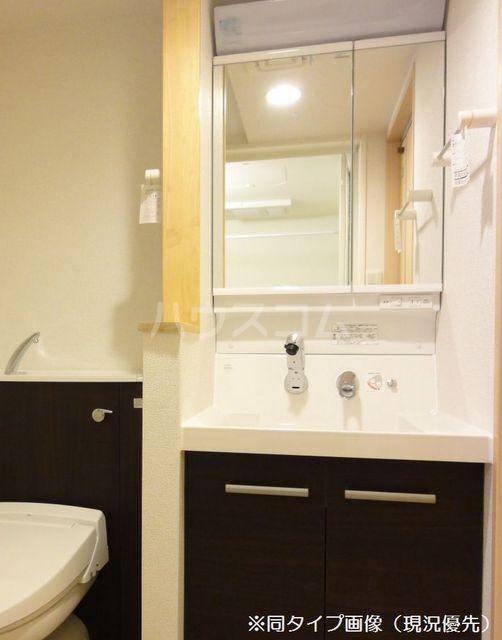 クオーレ メグ 02050号室の洗面所