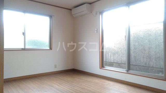 カーサ湘南B 202号室のリビング