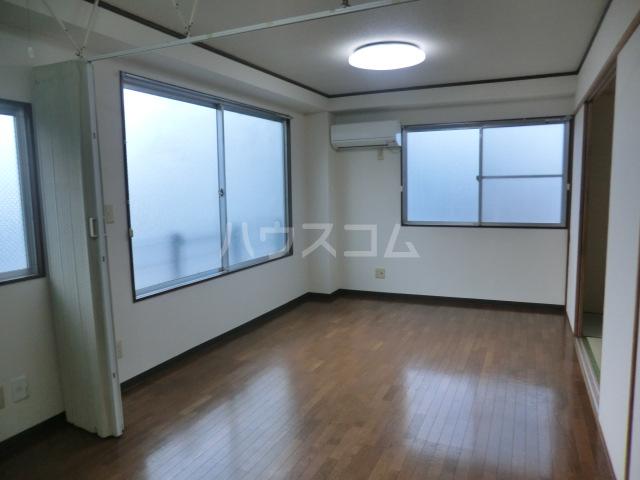 川島ビル 302号室のリビング