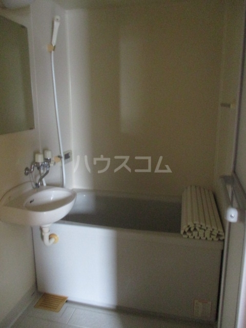 ブリリアントコート 203号室の風呂