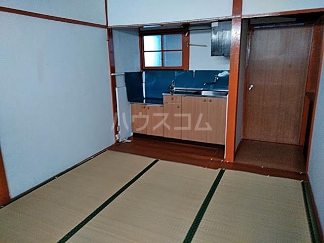 三橋トヨ子アパート 1-6号室のリビング