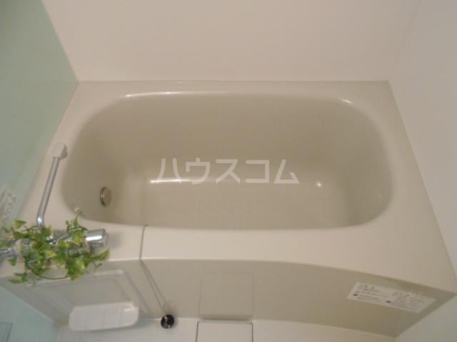 プラティーク安良田 205号室の風呂