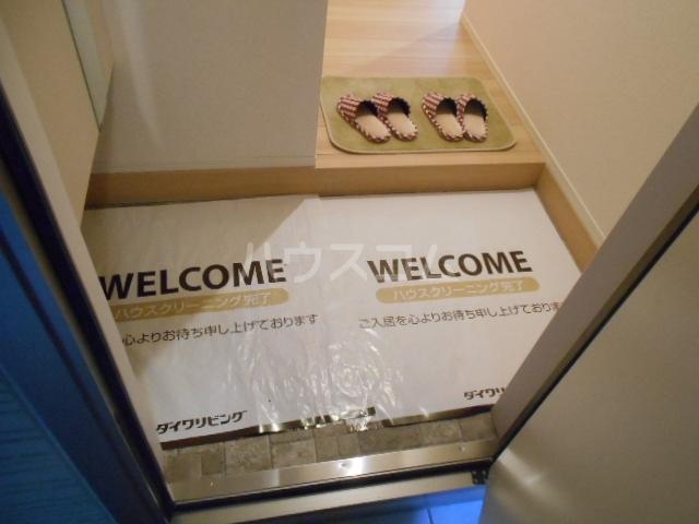 プラティーク安良田 205号室の玄関