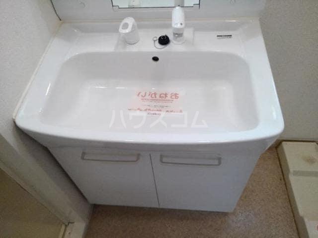 ラ・フルール 02040号室の洗面所