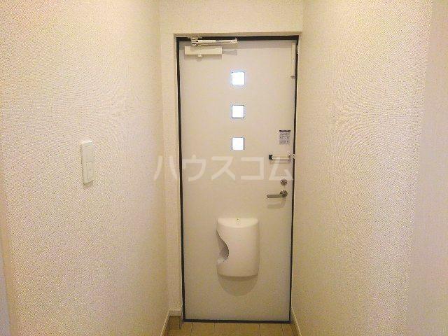 ウィンブリー 01010号室の玄関