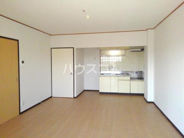 レジデンスサンパーク 03020号室のリビング