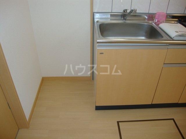 エバーハイツ 102号室のキッチン