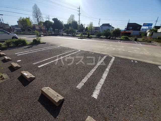 グランシーナ新町 105号室の駐車場