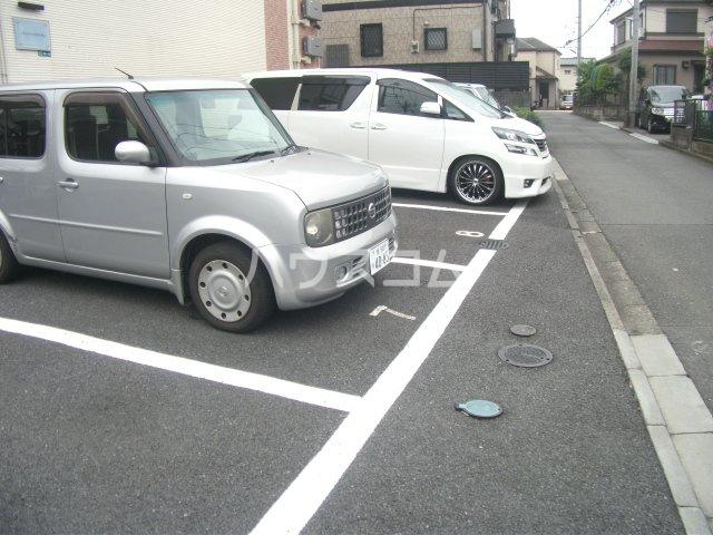 レオパレスゴールド 201号室の駐車場