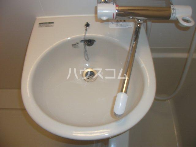 レオパレスゴールド 201号室の洗面所