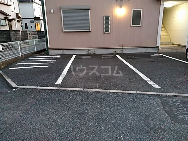 East Hills 101号室の駐車場