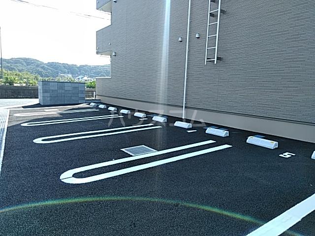 アイ.ヴィレッジⅢの駐車場