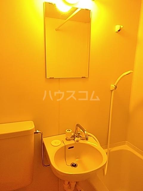 オリーブハイム 201号室の洗面所