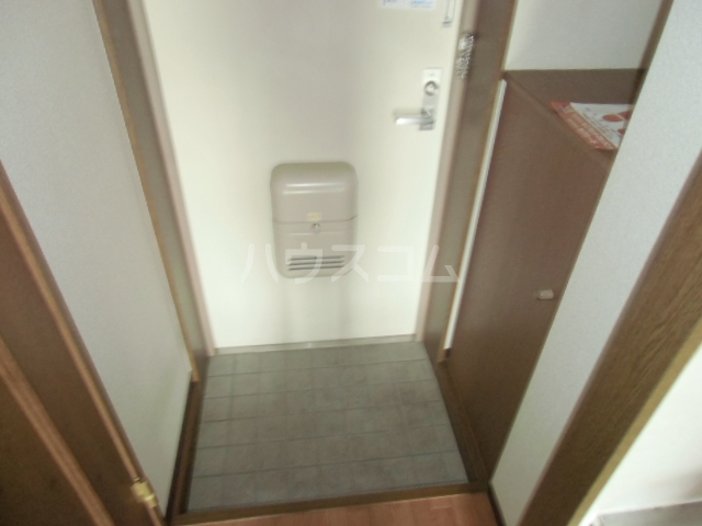 ヴィラ・グリーン 102号室の玄関