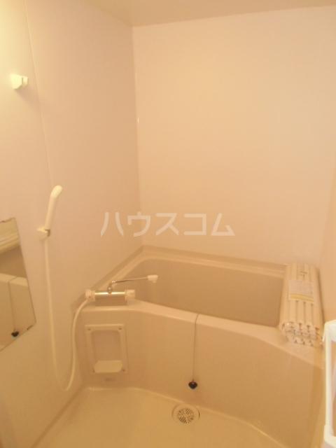 リバブル稲川 201号室の風呂