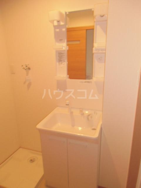 リバブル稲川 201号室の洗面所