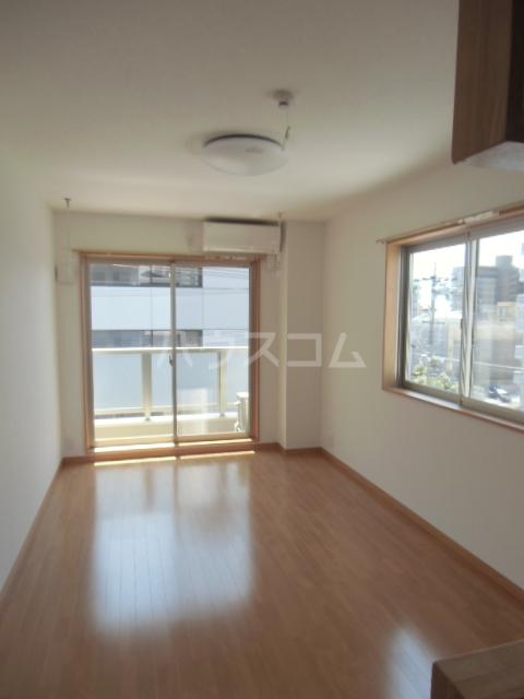 リバブル稲川 201号室の居室