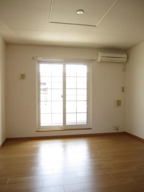 ヌフ・ソレイユ 02010号室のリビング