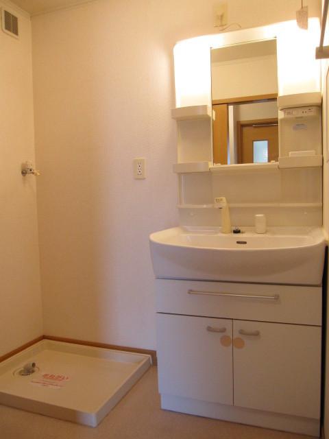 ヌフ・ソレイユ 02010号室の洗面所