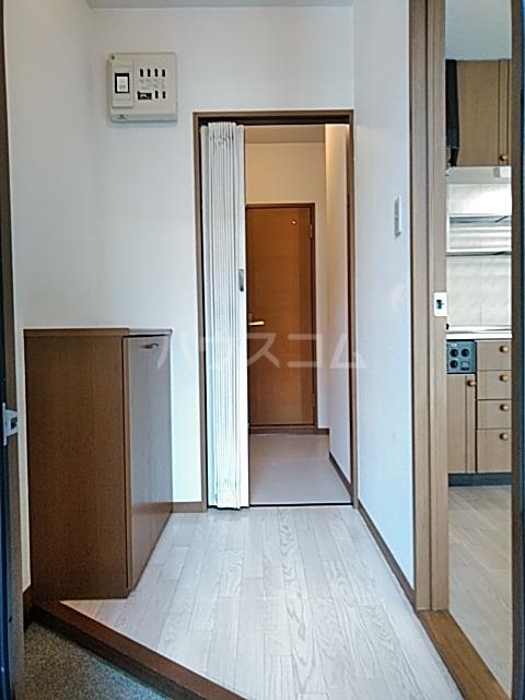 ハイカムール21 102号室の玄関