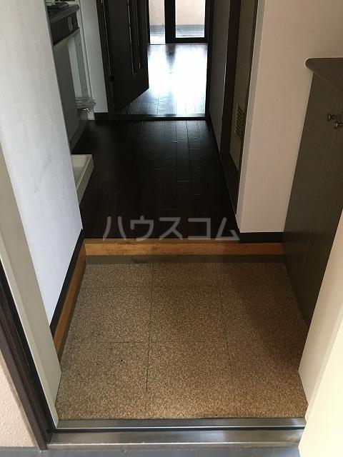 ライオンズプラザ平塚宝町 201号室の玄関