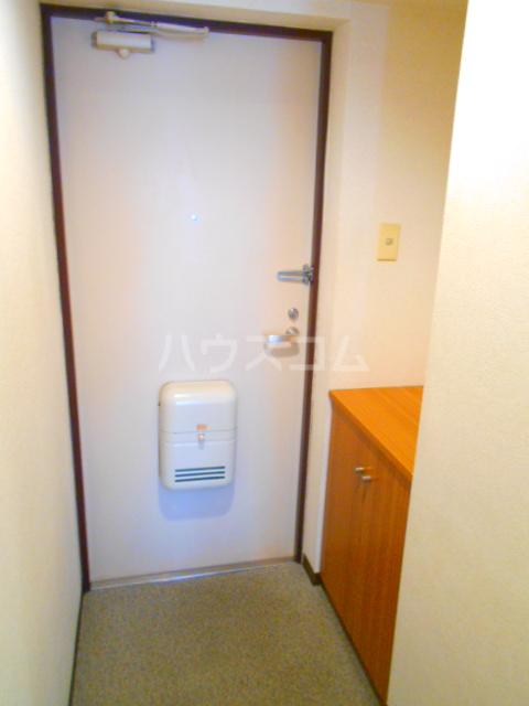 クローネ川口 205号室の玄関