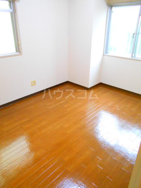 クローネ川口 205号室の居室