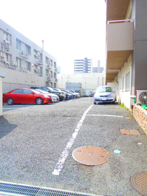 クローネ川口 205号室の駐車場