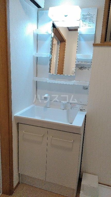 プレジール 102号室の洗面所