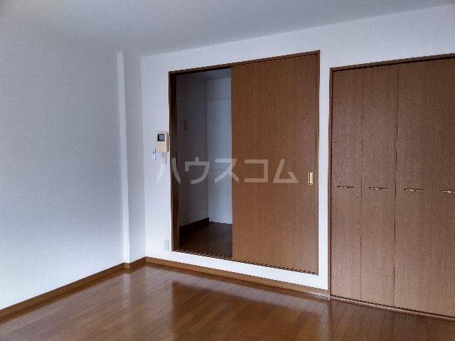 アムールグリシーヌ 201号室のベッドルーム