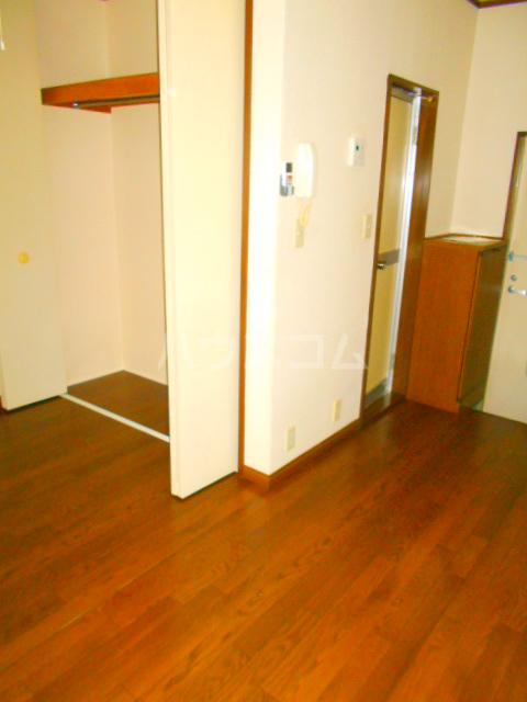メゾン・パシフィコ 104号室のリビング