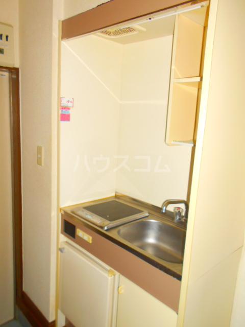 メゾン・パシフィコ 104号室のキッチン