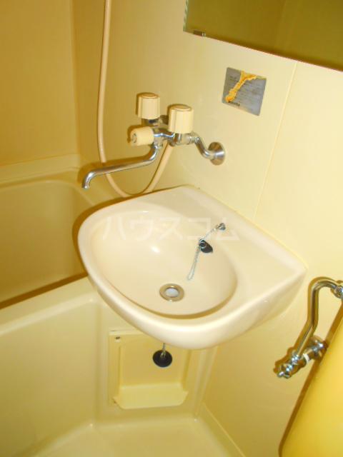 メゾン・パシフィコ 104号室の洗面所