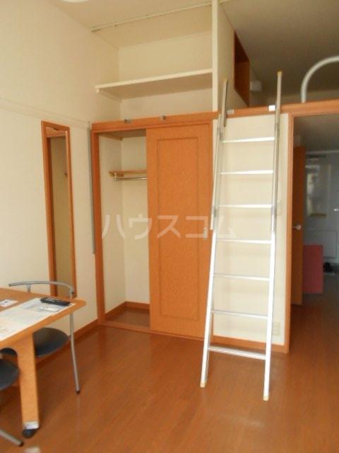 レオパレス小町A 302号室の居室