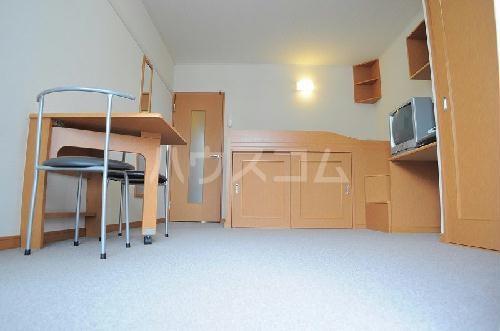 レオパレス上海 105号室のベッドルーム