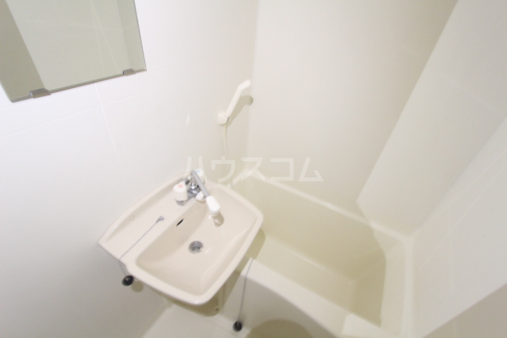 レオパレスリビエール栄 102号室の風呂
