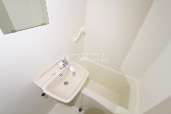 レオパレスリビエール栄 102号室の洗面所