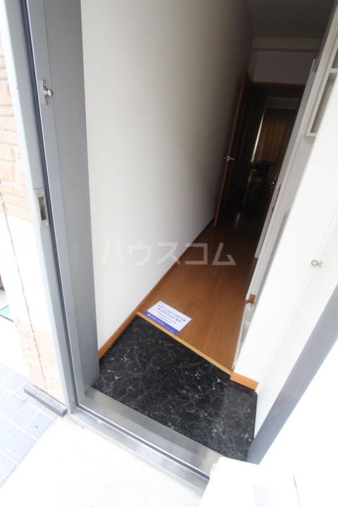 レオパレスリビエール栄 102号室の玄関
