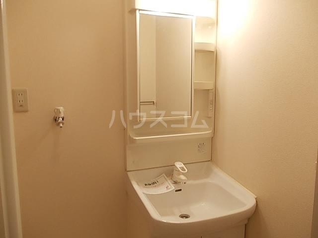 メゾン ベルクール 02050号室の洗面所
