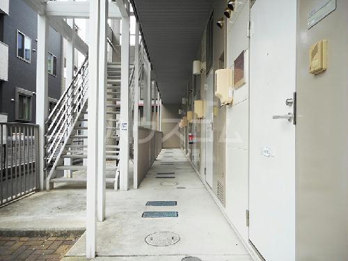 レオパレスエクレール 201号室の玄関