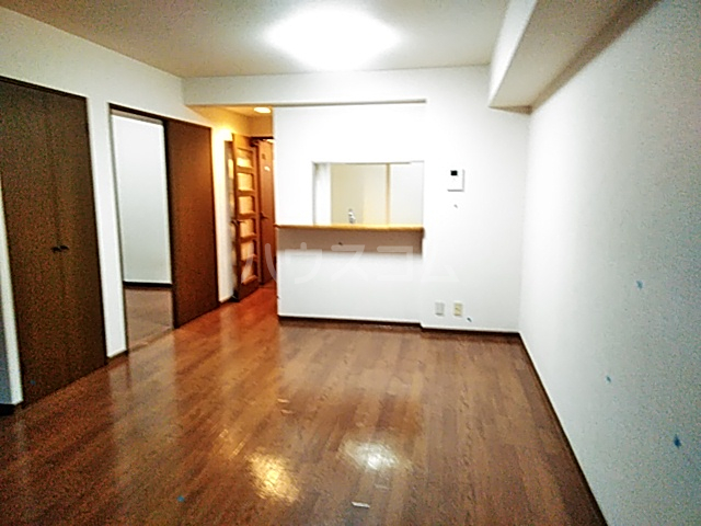 クレアージュ大倉山 107号室のリビング