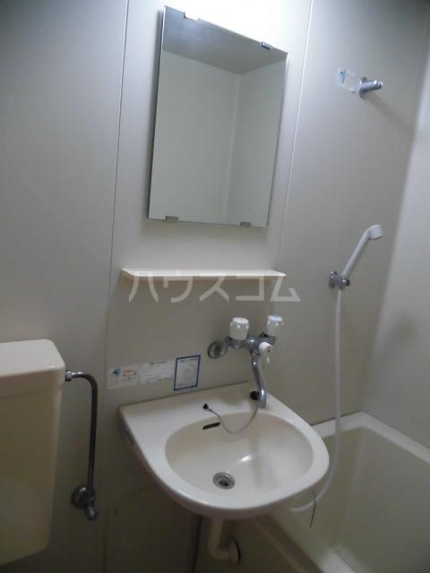 コム・トーコー 102号室の洗面所
