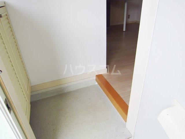 グリーンターフ鬼高 203号室の玄関