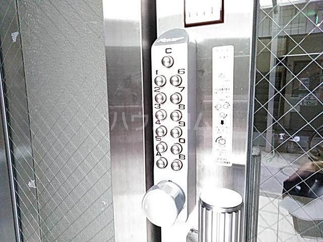 プラットホーム総持寺駅前 107号室の洗面所