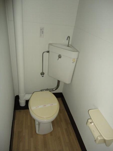 柏原農住団地K棟 107号室のトイレ