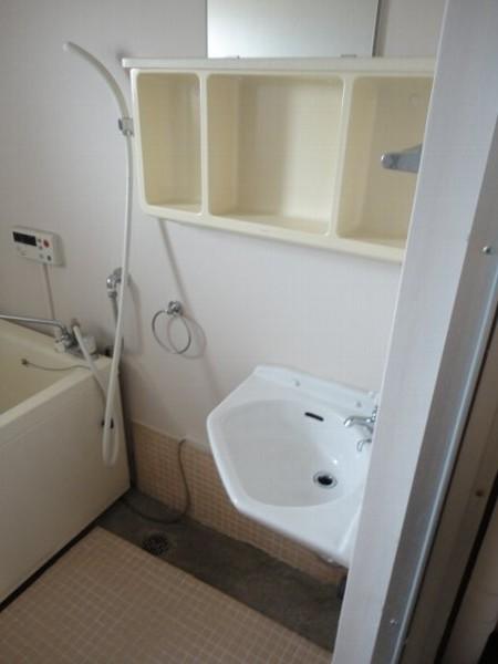 柏原農住団地K棟 107号室の洗面所