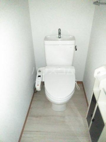 ミレニアムK2 A 102号室のトイレ